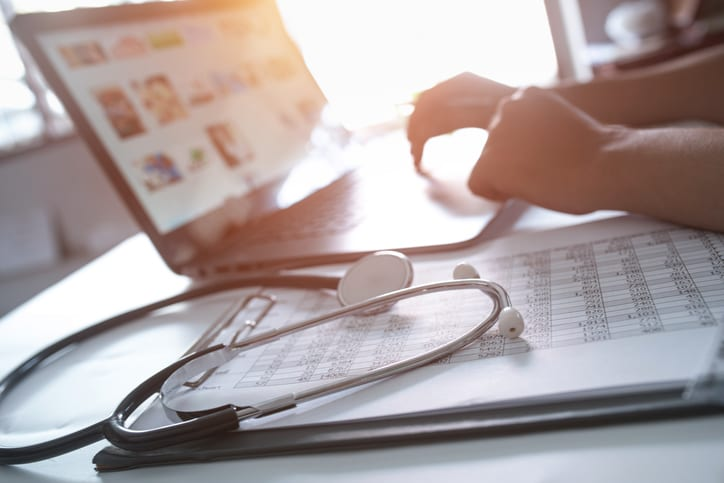 How Locum Tenens physicians can maintain a positive online reputation